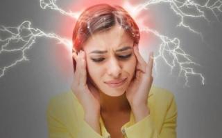 Что делать во время мигрени при месячных