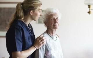 Болезнь Альцгеймера: как проявляется, стадии, лечение