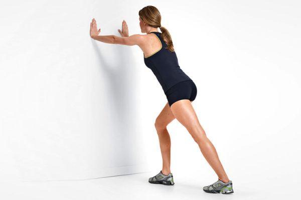 упражнение у стены