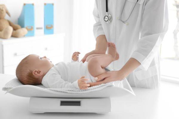 взвешивание малыша