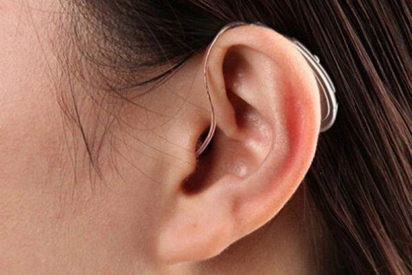 слуховой генератор в ухе