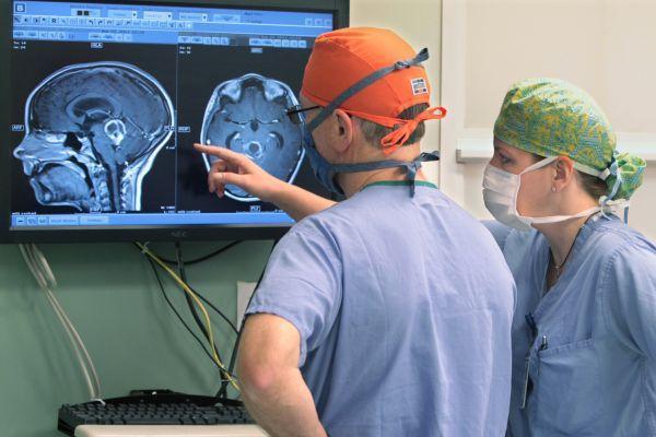 нейрохирурги и мозг