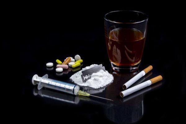 алкоголь сигареты наркотики